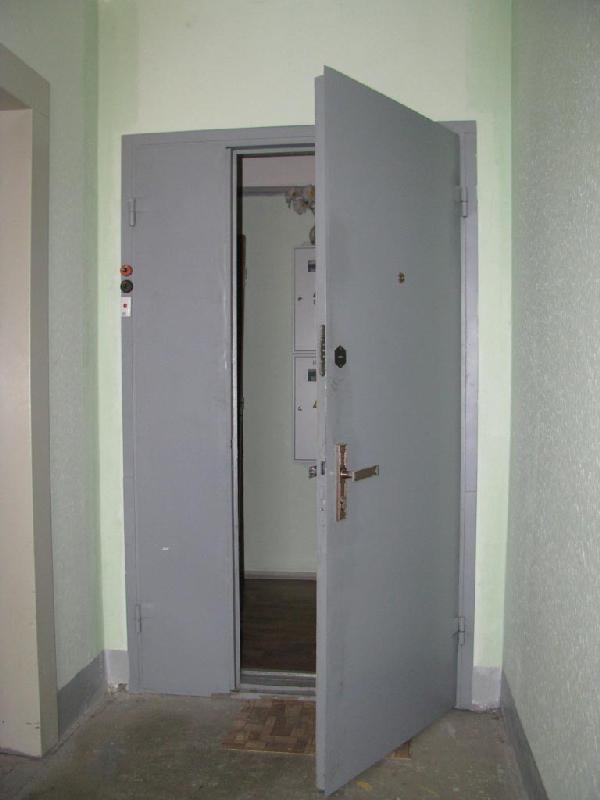 коридорная стальная дверь