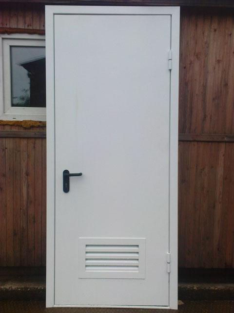 изготовление красивой металлической двери для котельной в доме